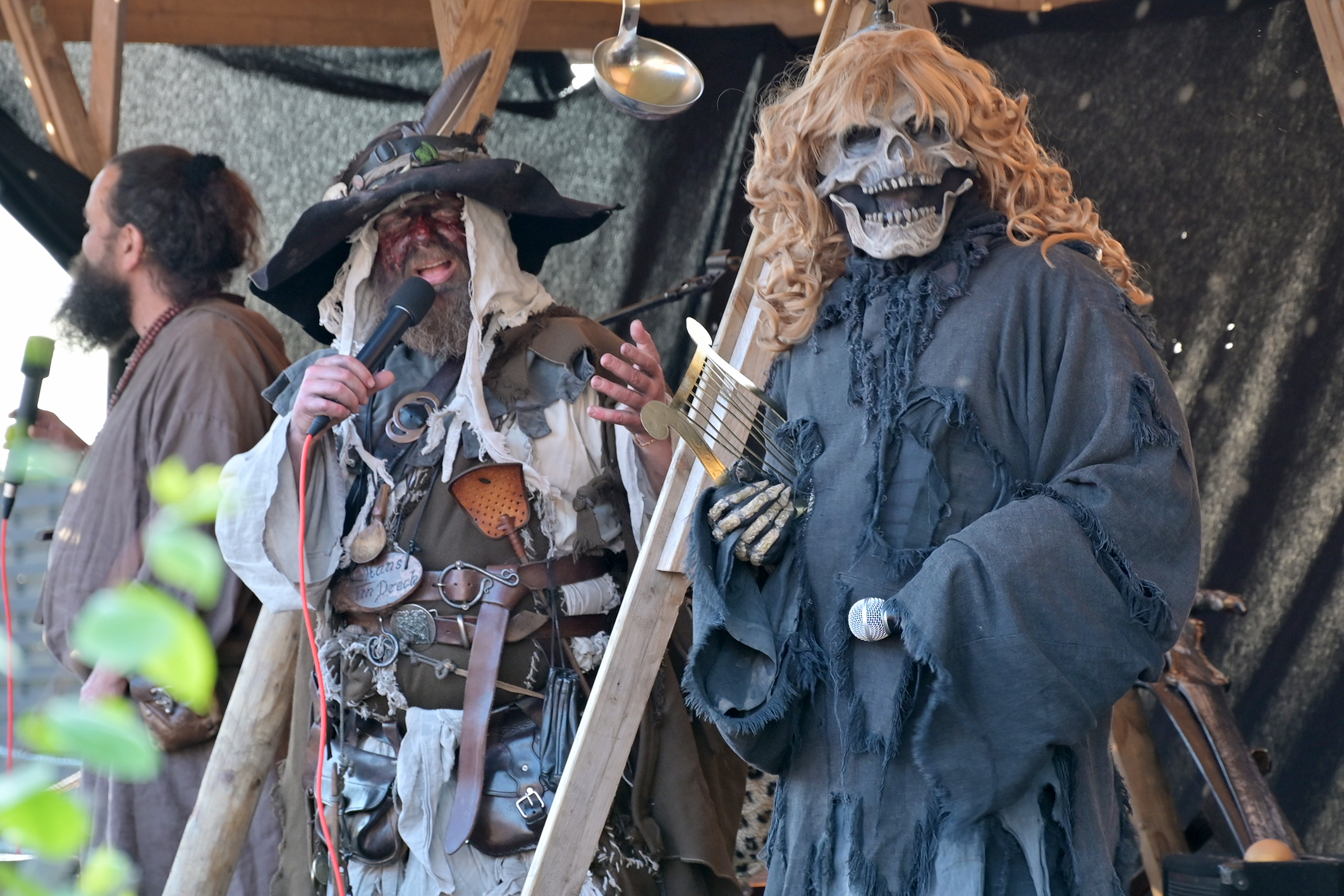 Hutkonzert, Schaurige Masken, Kunst, Kultur