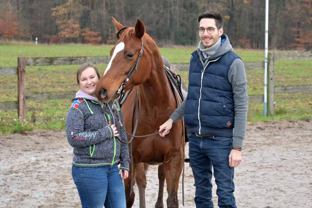 Lea Mikaelyan, Pferd DR Dreamy BH Custom und Philipp Bergmann, Trainer in Ausbildung für Westernreiten.